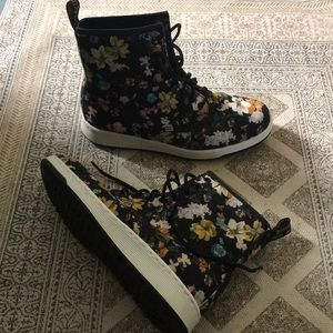 Dr. Martens Floral sneaker boot, size 9.